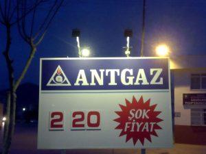 Petrol istasyonu fiyat levhası